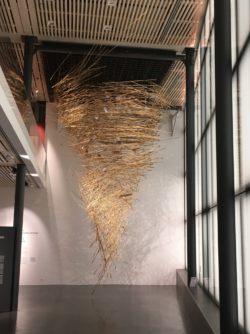 Installation APY Lands Kulata Tjuta - Kupi Kupi, 2019, 1500 wooden spears, © Vincent Girier-Dufournier/Fondation Opale